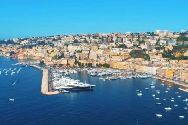Город Неаполь в Италии - фото