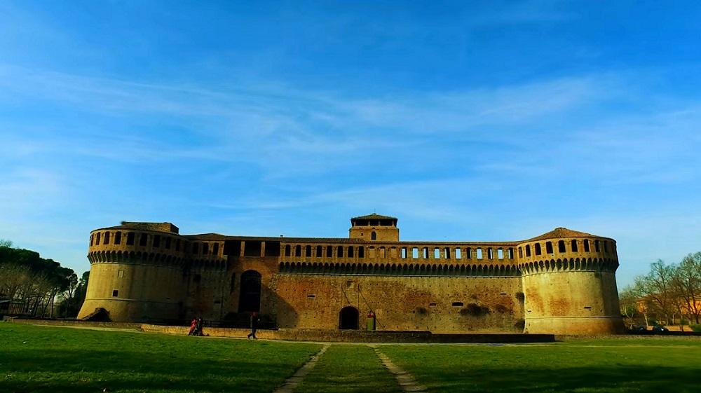 Замок Рокка Сфорца (Rocca Sforzesca) - фото