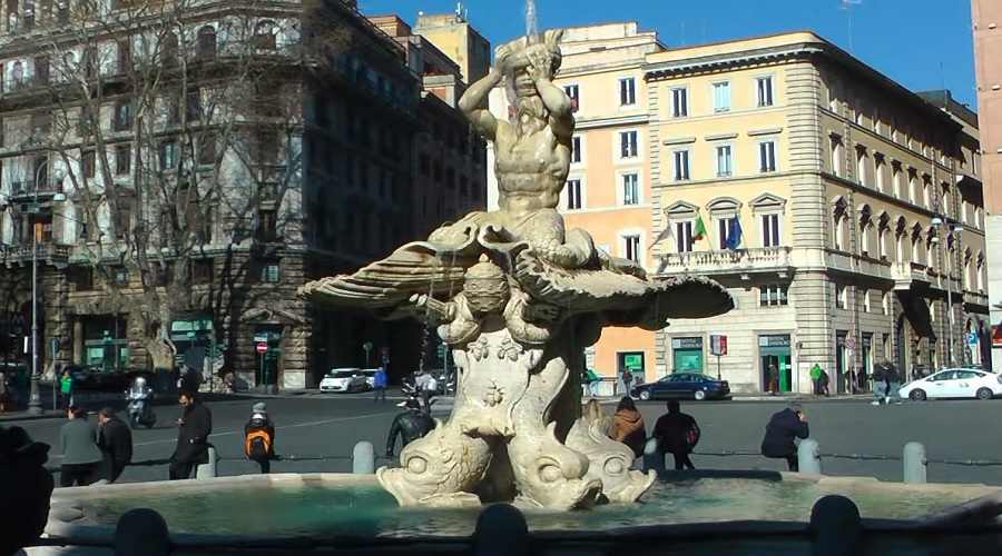 Фонтан Тритона (Fontana del Tritone) в Риме - фото