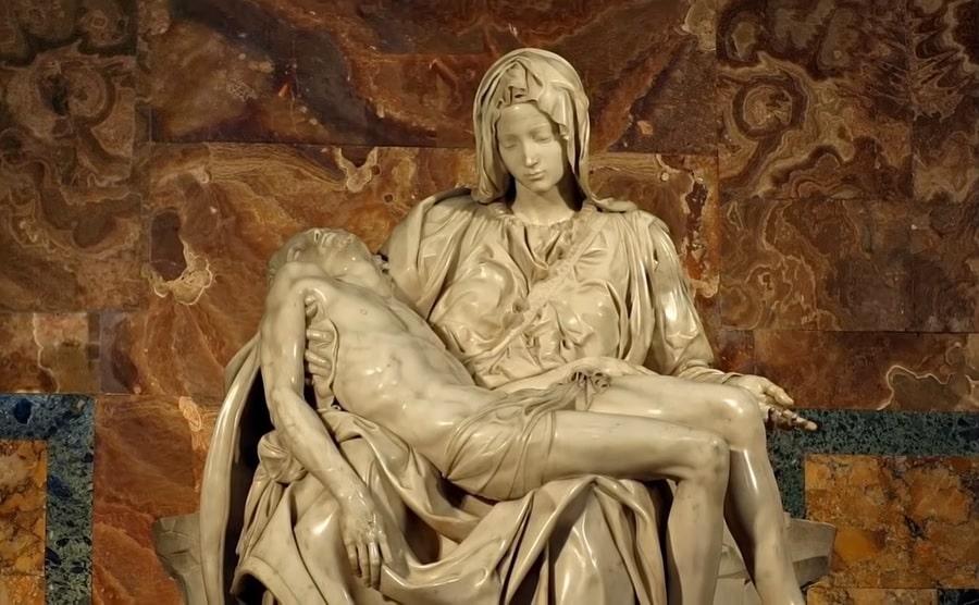 Известная скульптура в Соборе  Святого Петра называемая Пьета Микеланджело  - фото
