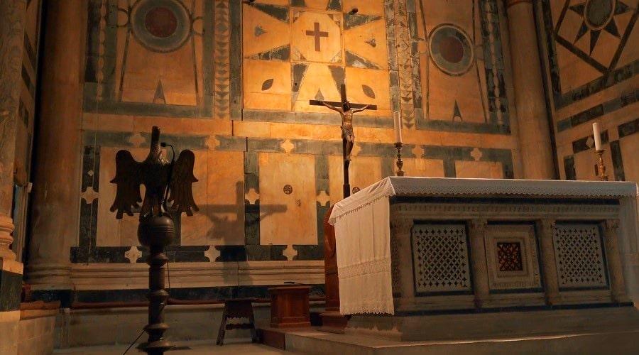 Гробница Баладассаре Косса-антипапы Иоанна XXIII в Баптистерии- фото