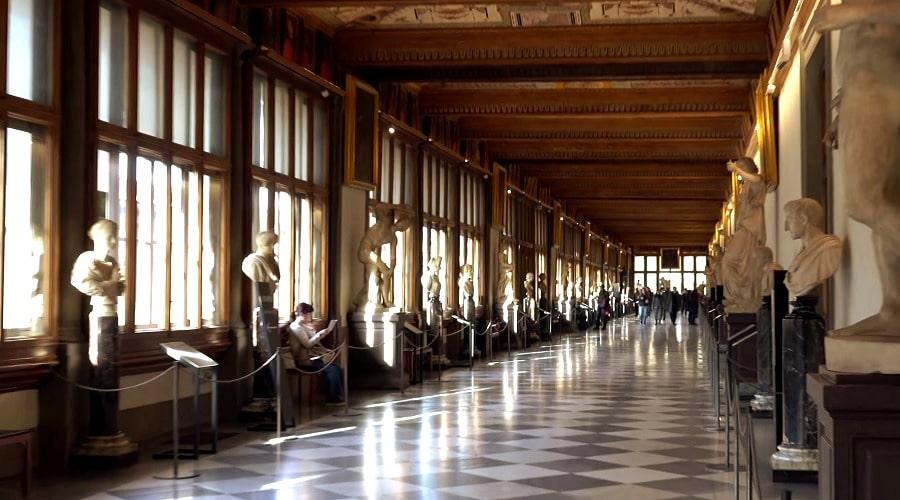 Галерея Уффици (Galleria degli Uffizi) - фото