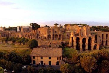 Холм Палатин или Палатинский холм в Риме- фото