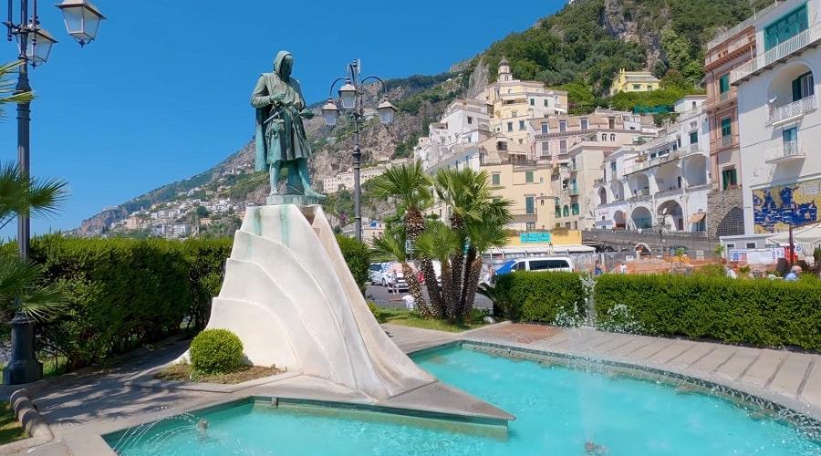 Памятник в Амальфи Флавио Джойя - фото