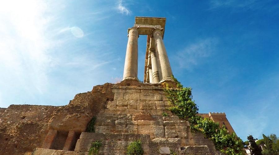 Развалины древнего храма - фото