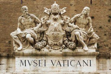 Фото входа в музеи Ватикана - фото