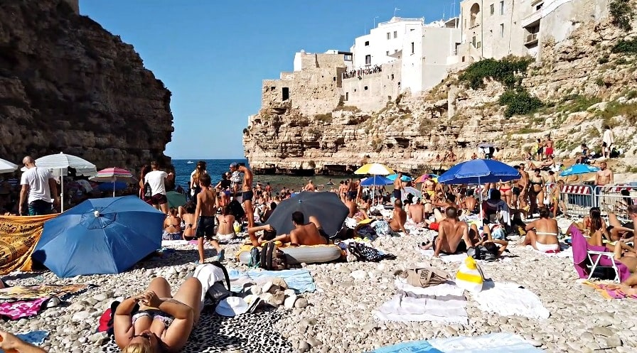 Пляж города Бари в Италии - фото