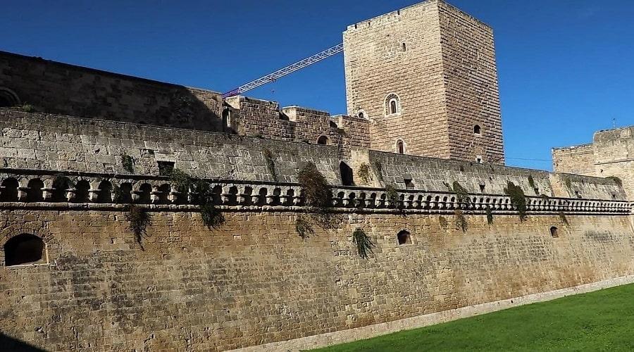 Замок в Бари - фото