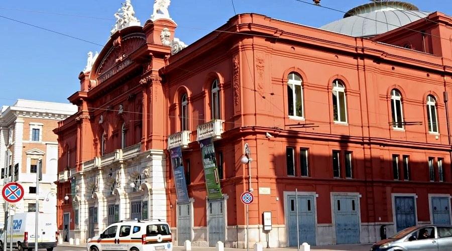 Театр Петруццелли в Бари - фото