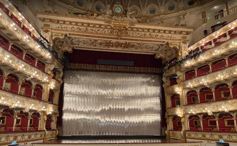фото внутри театра Петруцелли